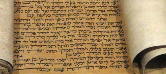 Boekrol met gedeelte van het boek Esther